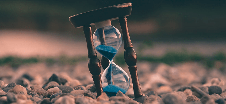 What does the hourglass on Snapchat mean?